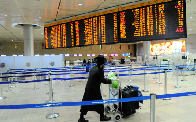 Photo illustrative de l'aéroport Ben Gurion. (Crédit : Yossi Zeliger/Flash90)