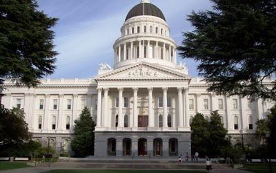 Le State Capitol de Californie à Sacramento (Crédit : Wikimedia Commons)