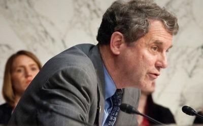 Sherrod Brown, sénateur démocrate de l'Ohio, en 2012 (Crédit : USDA/Bob Nichols/JTA)