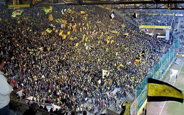 Des supporters de Dortmund durant un match. (Crédit photo : CC/Pascal Philp/Wikipedia)