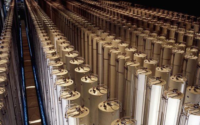 Centrifugeuses enrichissant de l'uranium (Crédit : Ministère de l'énergie / Wikimedia Commons)