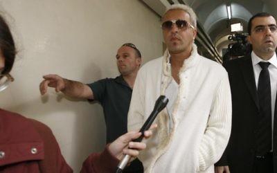 Le chanteur Kobi Peretz traduit en justice pour fraude fiscale en mars 2010 (Crédit : Miriam Alster/Flash90)