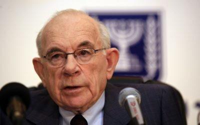 Eliyahu Winograd, ancien juge de la Cour suprême, en 2007 lors d'une conférence de presse (Crédit photo: Nati Shohat / Flash90)
