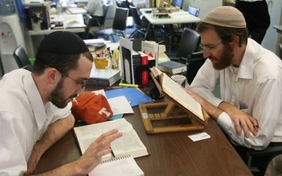 La yeshiva Chovevei Torah, située au sein de l'institut hébraïque de Riverdale à New York, a été fondée en 2000 par le rabbin Avi Weiss. (Crédit : Yeshivat Chovevei Torah/JTA)
