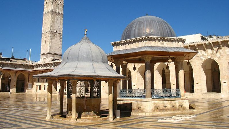 The 12th century Ummayad mosque in Aleppo's Old City in 2008 (photo credit: CC BY Martijn Munneke/Flikr)