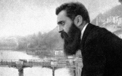 Une célèbre photo de Theodor Herzl sur le balcon de l'Hôtel des Trois rois de Bâle, en Suisse (Crédit :  CC-PD-Mark, par Wikigamad, Wikimedia Commons)