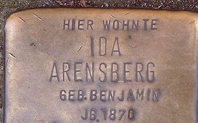 Un Stolpersteine, ou 'pierres sur lesquelles on trébuche' à Bonn en Allemagne (Crédit : Hans Weingartz/Wikimedia Commons)