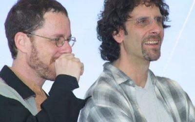 Joel et Ethan Coen (Crédit : CC-BY-SA Rita Molnár, Wikimedia Commons)