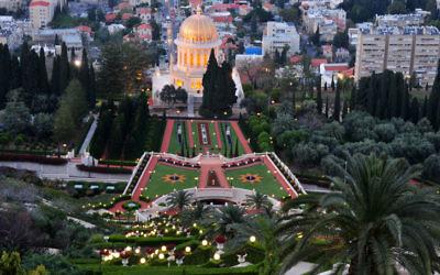 Le temple Bahai et ses jardins (Crédit : Shay Levy/ Flash90)