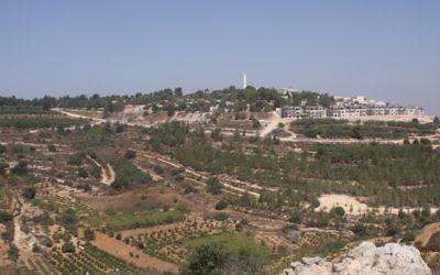 Vue sur le Gush Etzion depuis le chemin des Patriarches. Illustration. (Crédit : Shmuel Bar-Am)