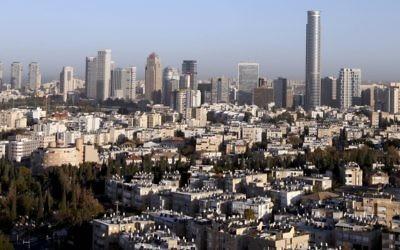 Vue sur la skyline de Tel Aviv (Crédit : Abir Sultan/Flash 90)
