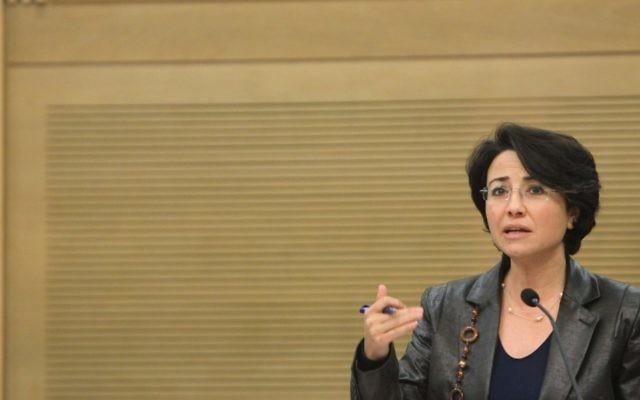 Hanin Zoabi à la Knesset en 2012 (Crédit : Miriam Alster/FLASh90)
