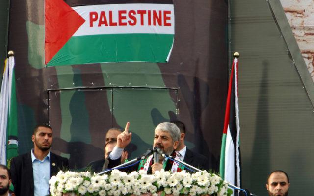 Le leader du Hamas Khaled Meshaal lors d'un discours dans lequel le mouvement terroriste célébrait ses 25 ans à Gaza (Crédit : Abed Rahim Khatib/Flash90)