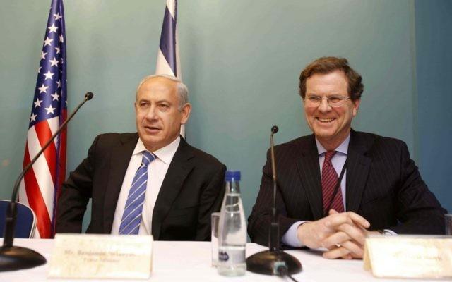 Le Premier ministre Benjamin Netanyahu et le directeur exécutif de l'AJC David Harris (à droite) lors d'une rencontre à Jérusalem en janvier 2013 (Crédit photo : Olivier Fitoussi/AJC)