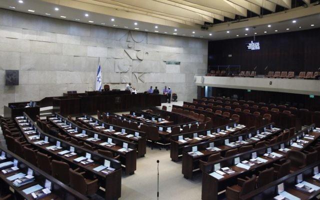 La salle de réunion de la Knesset in 2011 (Crédit: Miriam Alster/Flash90)