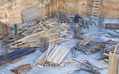 Site de construction à Jérusalem (Crédit : Oren Nahshon/Flash90)