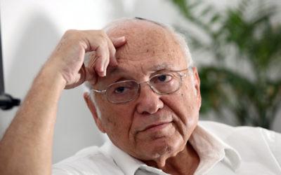 Yaakov Neeman, alors ministre de la Justice, à Jérusalem en 2009. (Crédit : Yossi Zamir/Flash90)