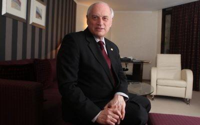 Malcolm Hoenlein, alors vice-président exécutif de la Conférence des présidents des organisations juives américaines majeures, en février 2012. (Crédit : Yossi Zamir/Flash90)