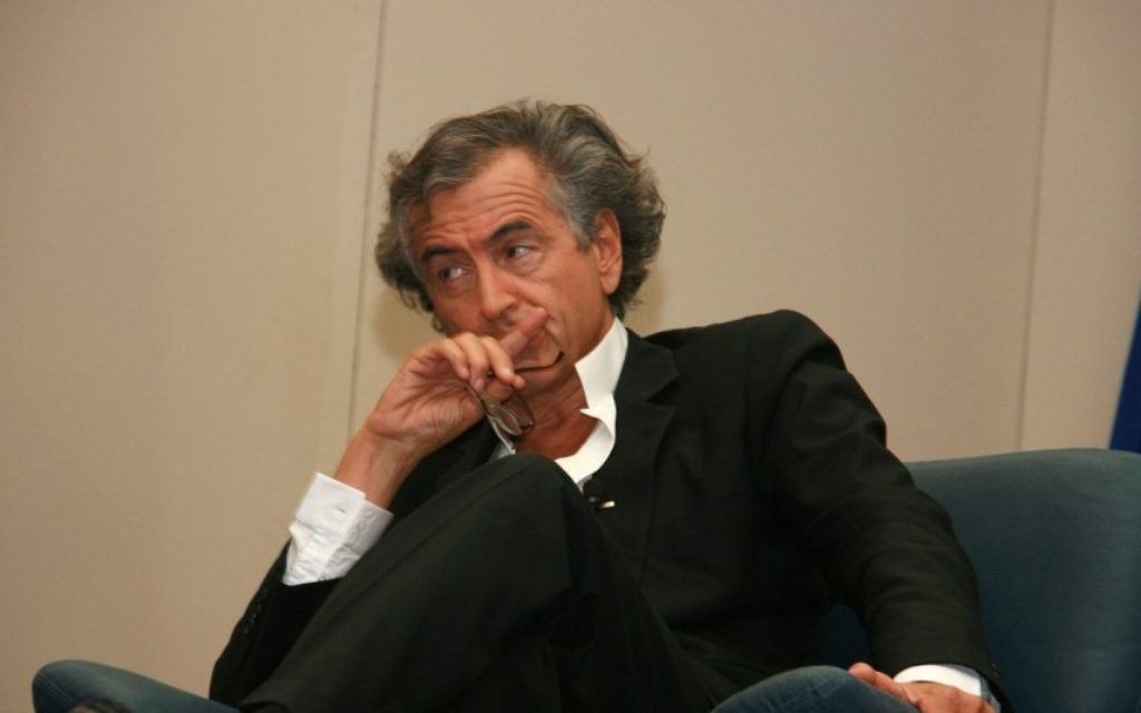 Bernard-Henri Levy à l'université de Tel Aviv en 2011 (Crédit : CC BY-SA Itzike, Wikipedia)