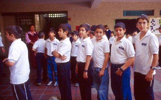 Des élèves de l'école juive Beit Shmuel à Caracas, au Venezuela, en 2005 (Crédit: Serge Attal/Flash90)