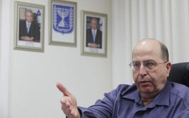 Moshe Yaalon, ministre de la Défense (Crédit: Miriam Alster/Flash90)