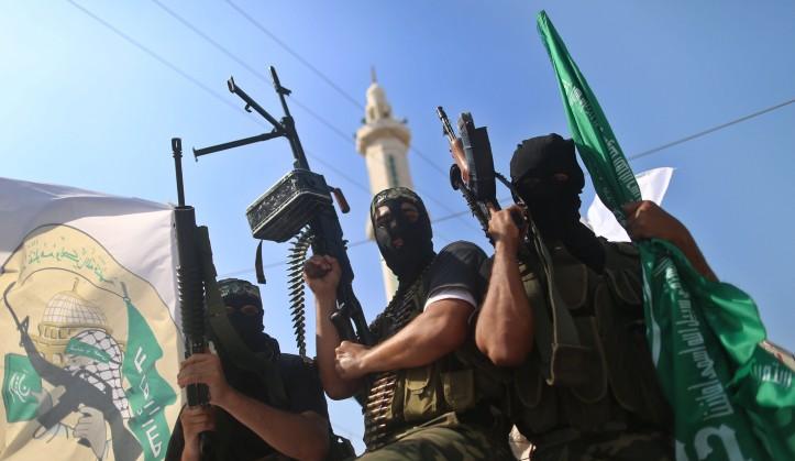 Les terroristes du Hamas à Gaza lors de l'anniversaire de l'accord portant sur l'échange de prisonniers de Gilad Shalit. (Crédit: Wissam Nassar/Flash90)