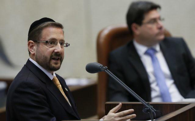 Le député Dov Lipman à une session plénière de la Knesset - 6 mars 2013 (Crédit : Miriam Alster Flash 90)