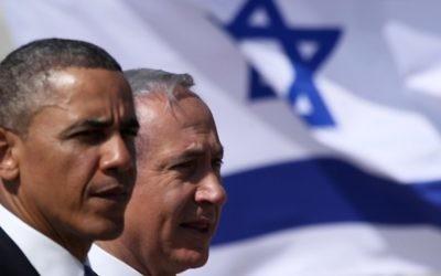 Le président américain Barack Obama et le Premier ministre Benjamin Netanyahu pendant une cérémonie d'accueil à l'aéroport Ben Gurion, le 20 mars 2013. (Crédit : Marc Israel Sellem/Pool/Flash90)