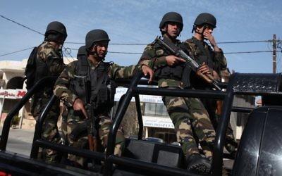 Forces de sécurité palestiniennes en patrouille à Bethléem, en 2013. Illustration. (Crédit : Issam Rimawi/Flash90)