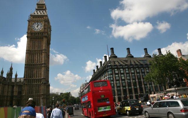Vue générale de Big Ben et des Chambres du Parlement à Londres (Crédit : : Yossi Zamir/Flash90)