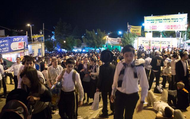 Des centaines de milliers de personnes participent chaque année aux célébrations de Lag Baomer sur le mont Meron. (Crédit photo: Sarah Schuman / Flash90)