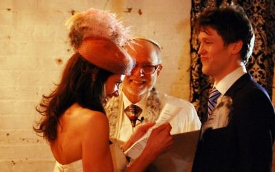 Un mariage mixte à Brooklyn, en 2010. Illustration. (Crédit : Rebecca Wilson/Creative Commons/JTA)