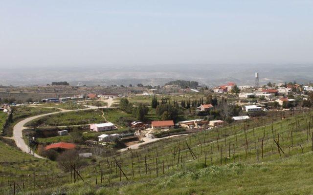 Vue de l'implantation de Bat Ayin en Cisjordanie. (Crédit : Gershon Elinson/Flash90)