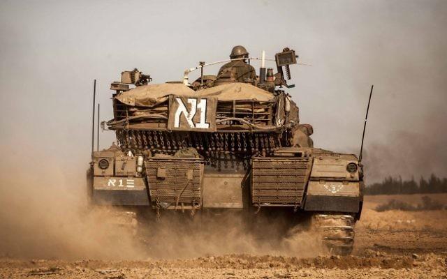 Un tank de l'armée israélienne dans la bande de Gaza  (Crédit : Uri Lenz/Flash90)