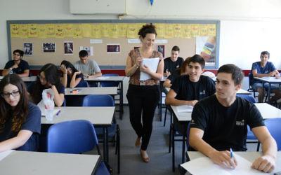 Des lycéens passent une épreuve de baccalauréat, en mai 2013. Illustration.  (Crédit : Yossi Zeliger/Flash90)