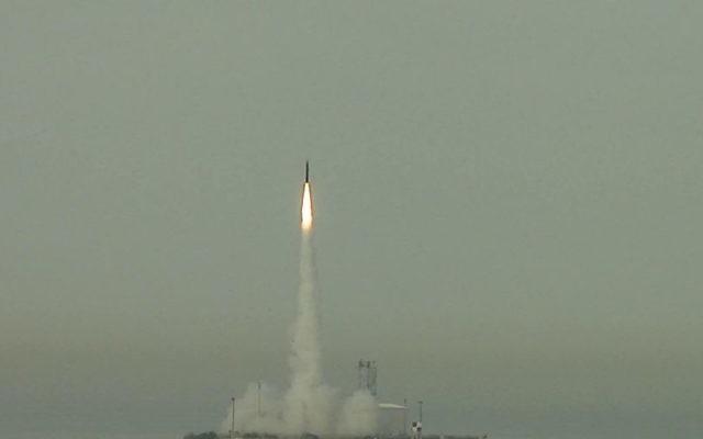 Un missile Arrow 3 lancé en test (Crédit : CC BY U.S. Missile Defense Agency, Flickr)