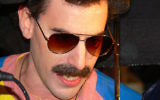Sacha Baron Cohen en Borat (CC BY-SA the_defiance, Flickr)