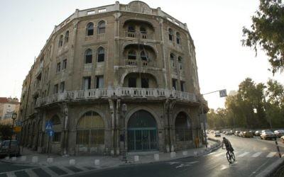 L'hôtel Palace a été construit près du quartier de Mamilla et a ensuite été utilisé comme musée et comme siège du gouvernement avant d'être reconstruit par le Waldorf Astoria (Crédit : Yossi Zamir / Flash 90)