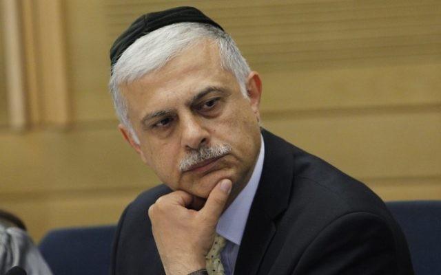 Amnon Cohen, alors député du Shas, à la Knesset en 2013. (Crédit : Miriam Alster/Flash90)