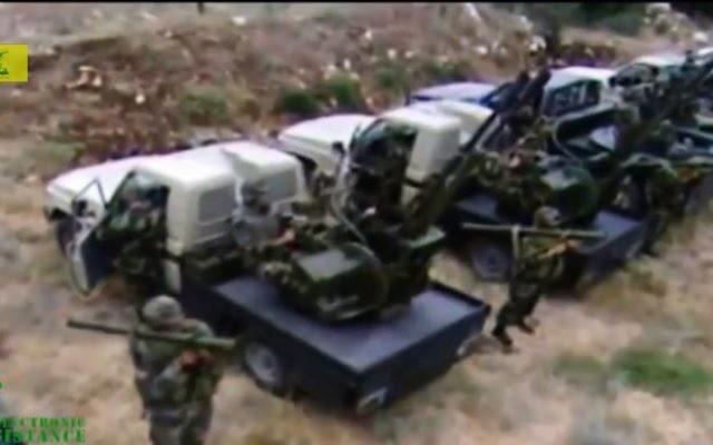 Des combattants du Hezbollah flors d'un entraînement. (Crédit : capture d'écran Youtube/ElectronicMedia)
