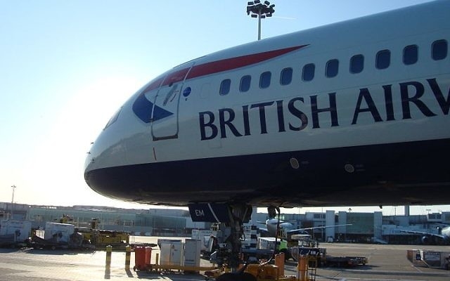Un avion British Airways à l'aéroport de Heathrow à Londres (Crédit : Panhard/Wikimedia Commons)