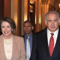 Nancy Pelosi avec le Premier ministre israélien Benjamin Netanyahu à la Maison Blanche, en mai 2009. (Moshe Milner / GPO / Flash90)
