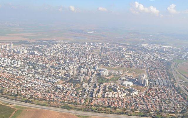 Vue aérienne de Kiryat Gat . (Crédit photo: CC BY-SA Amos Meron, Wikimedia commons)