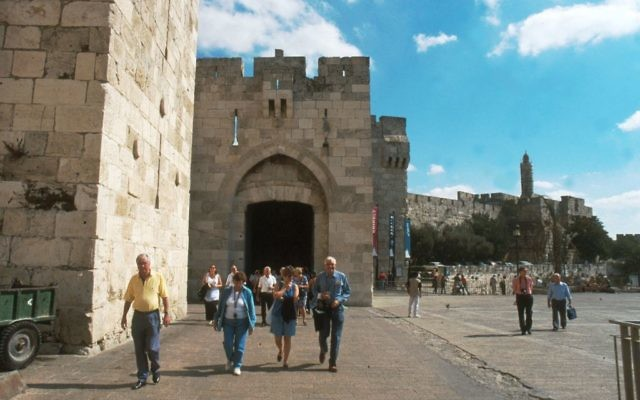 La porte de Jaffa, Jérusalem (Crédit : Shmuel Bar-Am)