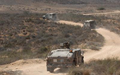 Un véhicule de patrouille le long de la frontière avec Gaza en 2011. (Crédit : Gili Yaari/Flash 90)