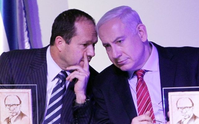 Benjamin Netanyahu et Nir Barkat à Jerusalem, en décember 11, 2012. (Crédit : Miriam Alster/Flash90)