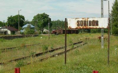 L'entrée de l'ancien camp de la mort de Sobibor dans l'est de la Pologne (Crédit : Domaine public)