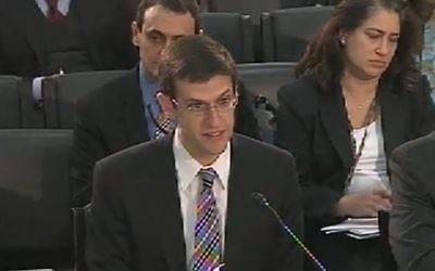 Le directeur de la division du contrôle des avoirs étrangers au ministère américan des Finances Adam Szubin (Capture d'écran: Youtube)