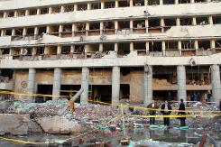 Le quartier général de la police touché par un attentat à la voiture piégée, le 24 janvier 2014 au Caire (Crédit: AFP/Khaled Kamel)