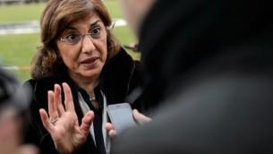 Bouthaina Chaabane, conseillère politique et médiatique du président Bachar al-Assad, à Genève le 29 janvier 2014 (Crédit : AFP/Fabrice Coffrini)